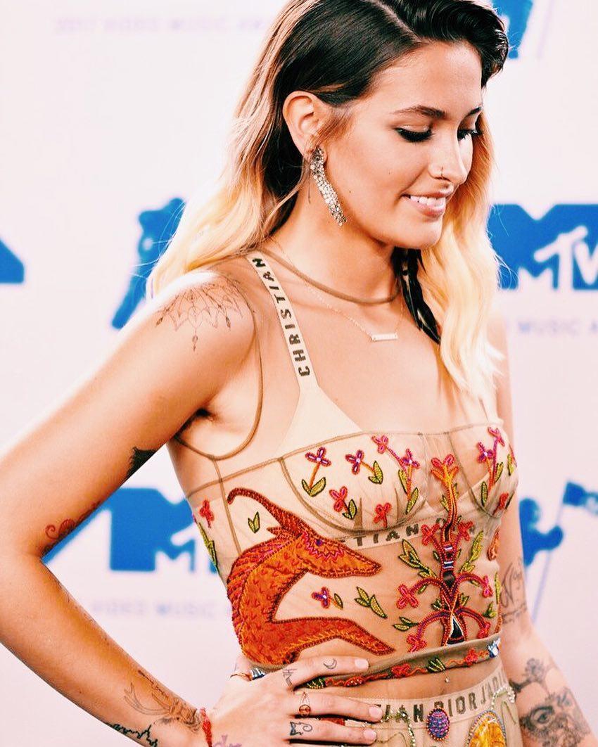 Assista a performance de Pink no Video Music Awards 2017