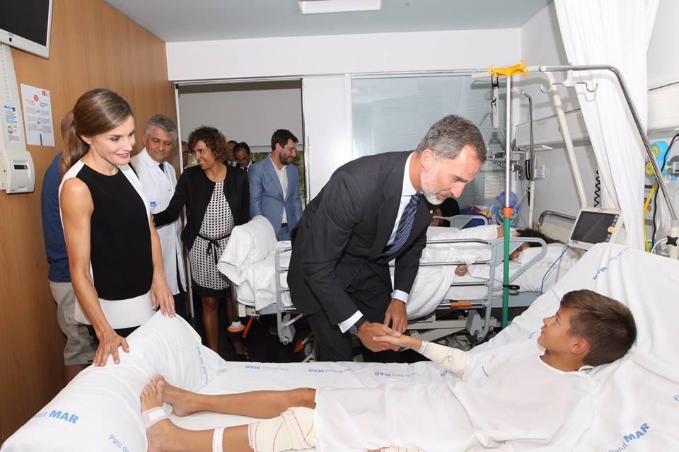 Reis de Espanha visitam vítimas dos atentados