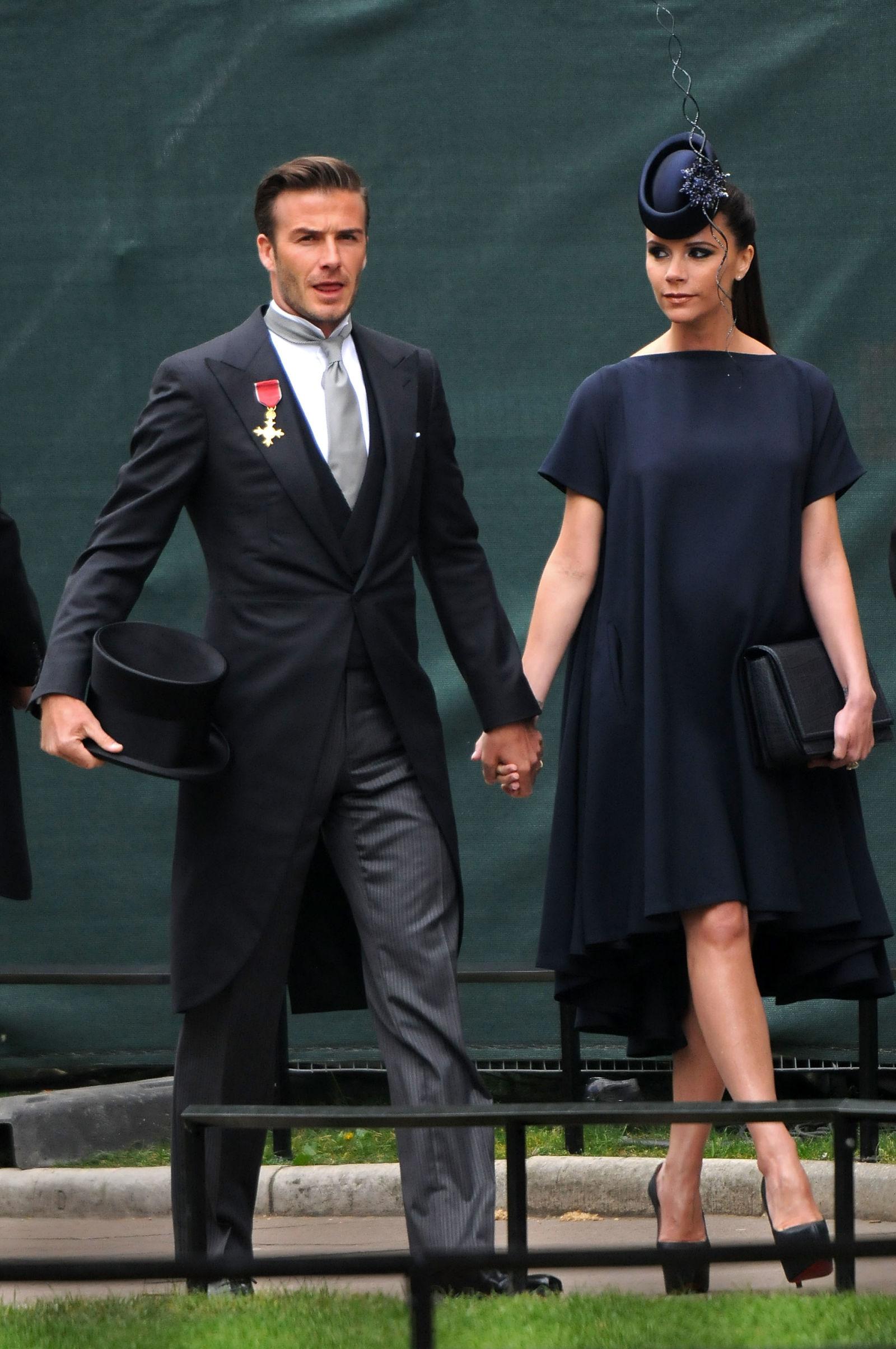eb5b23ae7 Já em maio, falou-se que a estilista teria enviado várias propostas de  vestidos para que Meghan usasse uma criação sua no casamento de Pippa  Middleton.