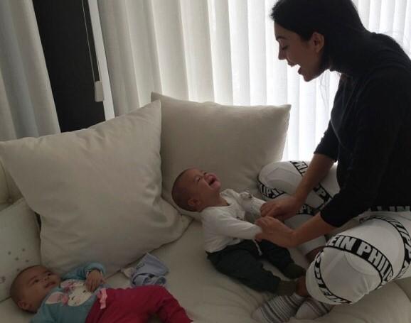 Georgina Rodríguez rendida ao sorriso do filho de Ronaldo