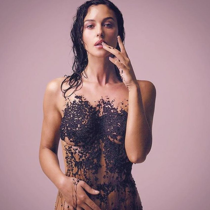 Monica Bellucci revive nudez com muita elegância