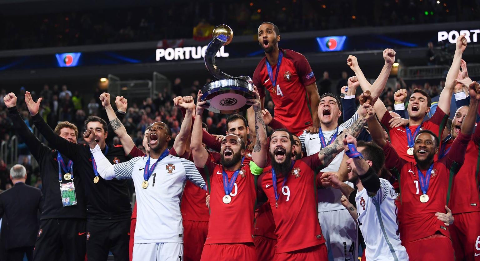 Foi uma sequência de eventos que quase nos fez lembrar o jogo da seleção de  futebol contra a França no Euro 2016. Ricardinho lesionou-se 6ba30b0ccb87d