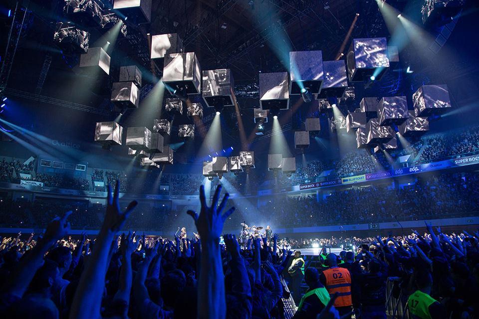 Vocalista dos Xutos surpreendido com homenagem dos Metallica
