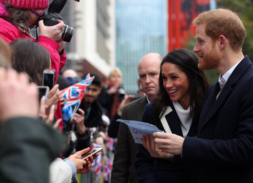 Elizabeth II dá seu aval a casamento de Harry e Meghan