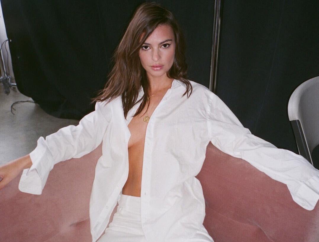726c72296 Aprenda a usar com estilo a blusa branca preferida do Instagram ...