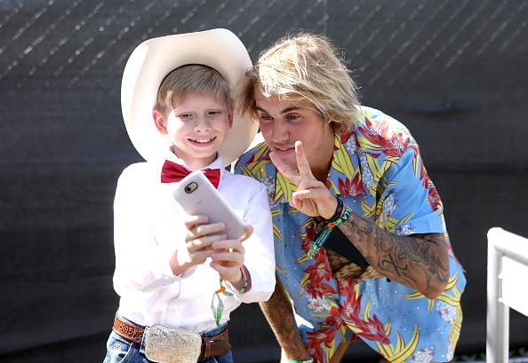Justin Bieber se envolve em briga para salvar mulher de agressor