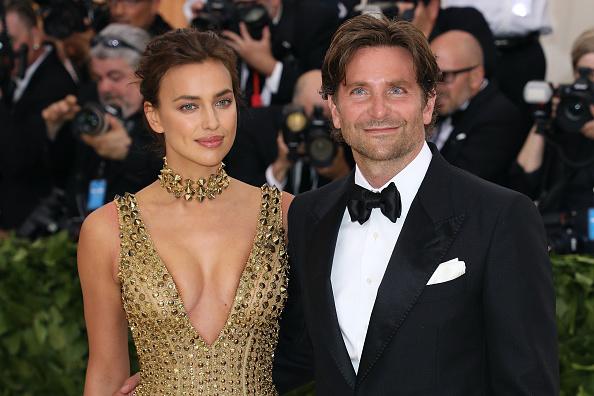 Irina Shayk e Bradley Cooper surgem apaixonados na 'red carpet'