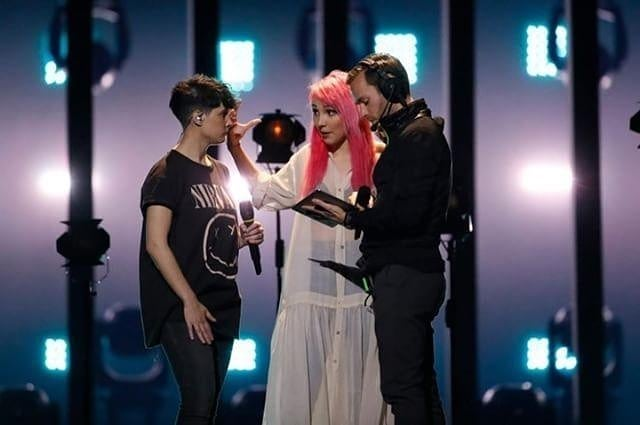 Cantor checo passa à final e cumpre promessa — Eurovisão