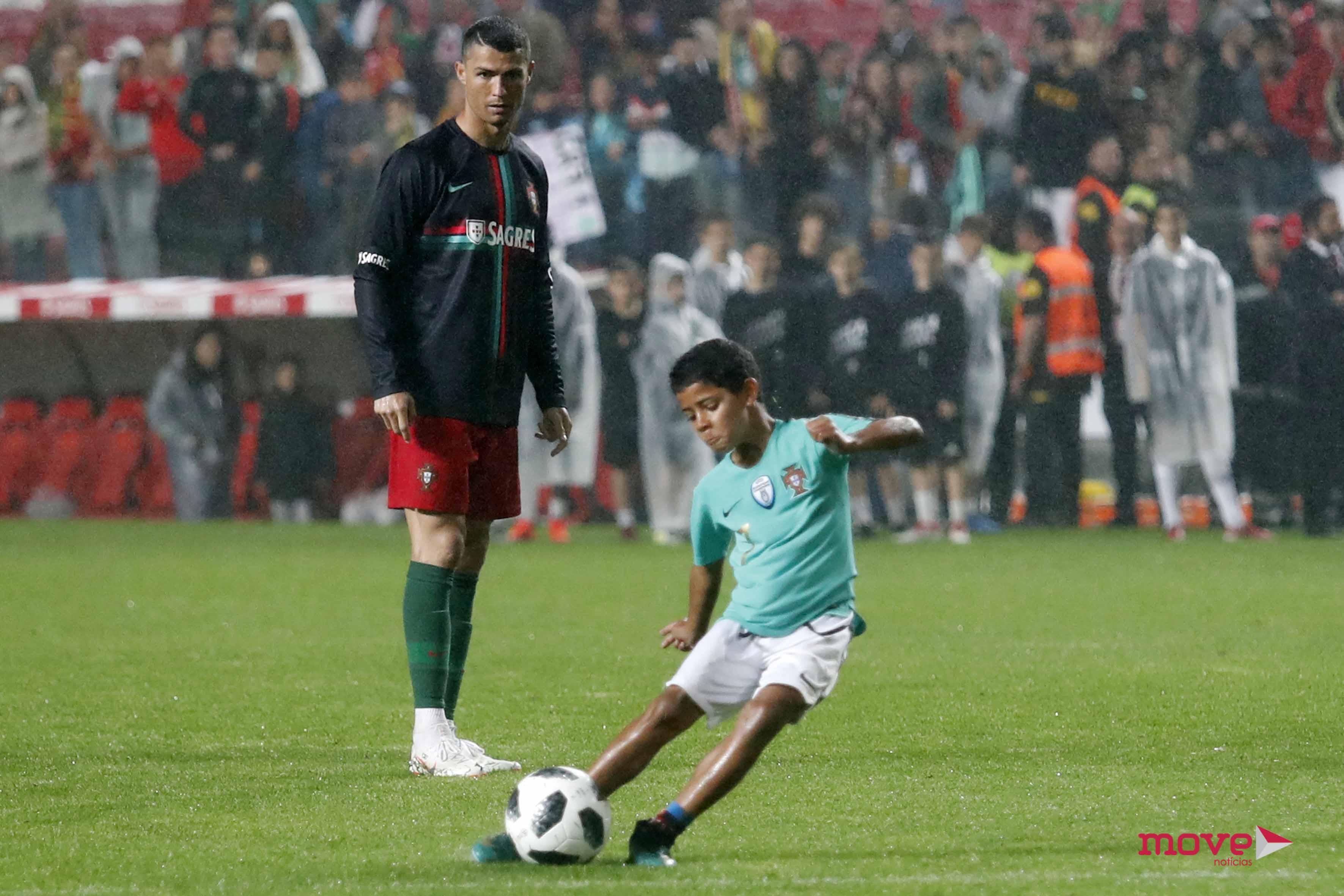 Portugal venceu esta quinta-feira a Argélia no Estádio da Luz por 3-0. Mas  antes de as luzes do estádio se apagarem 8c938509753c7