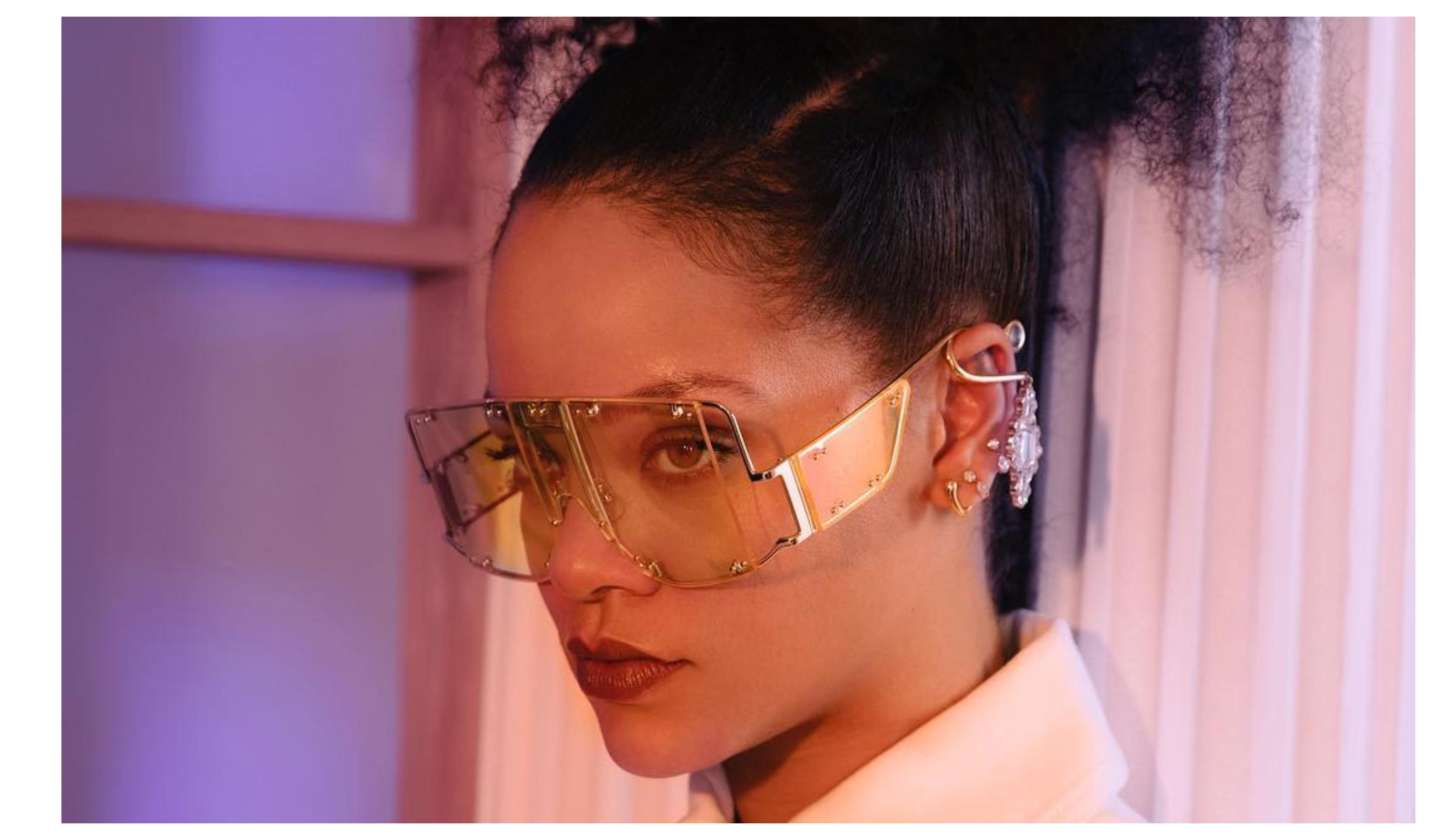 047f3e3dde99 A artista, de 31 anos, que oficializou a criação da sua marca com o grupo  LVMH – que também é dono de marcas como Louis Vuitton, Dior, Givenchy,  Fendi, ...